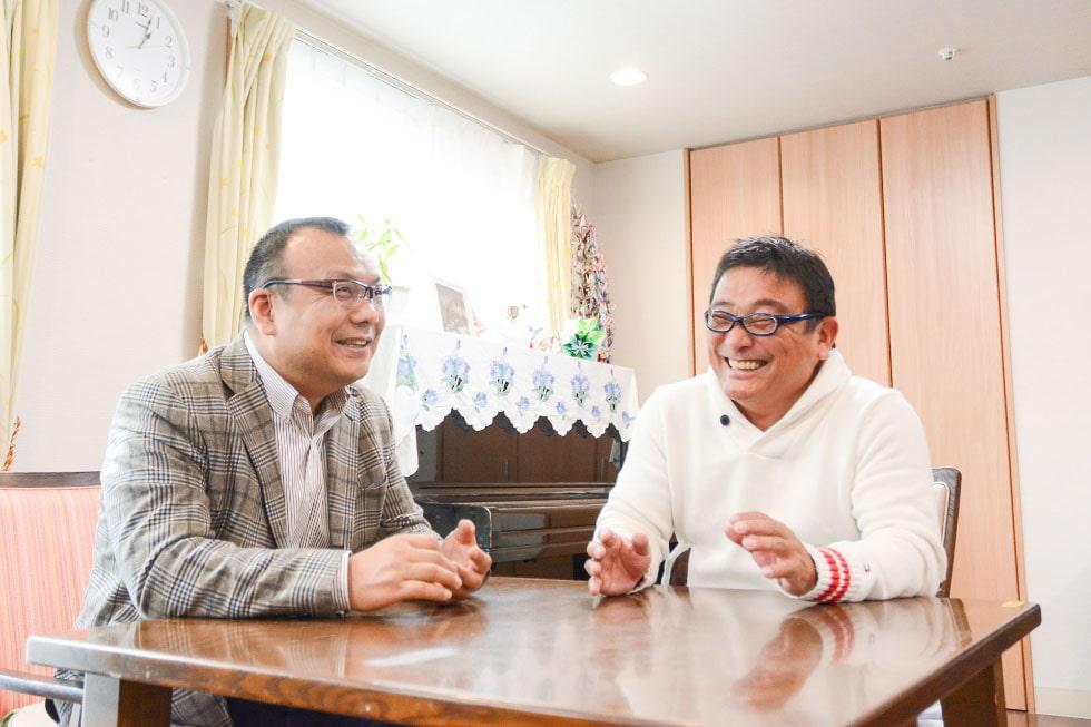代表取締役 須藤 芳則と専務取締役 御手洗 健